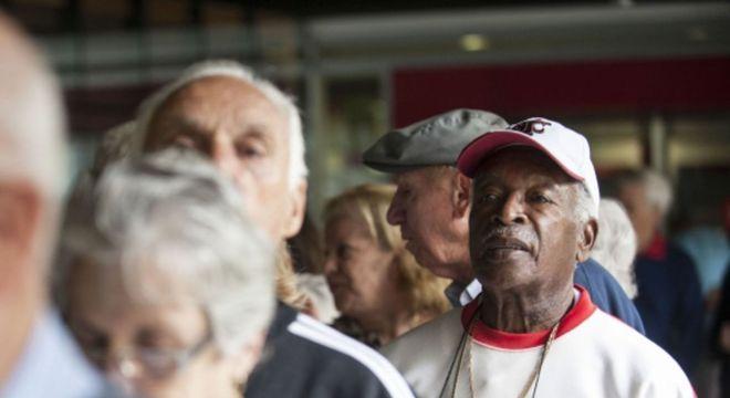 Os idosos representam 14,3% dos brasileiros ou 29,3 milhões de pessoas