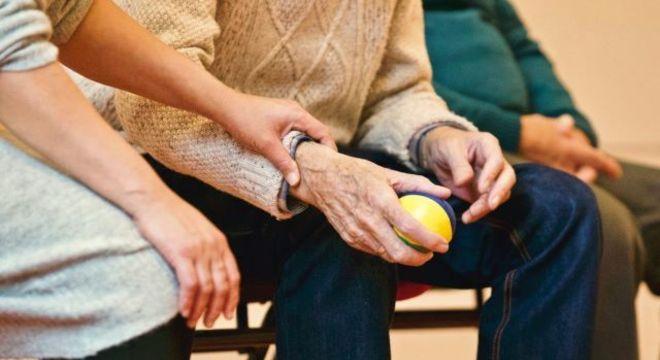ONG Instituto Sempre Movimento oferece atividade física virtual para idosos