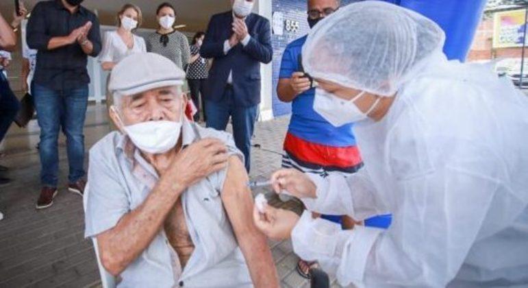 Idosos buscaram os postos para se imunizar contra a Covid: percentual, no entanto, não se sabe