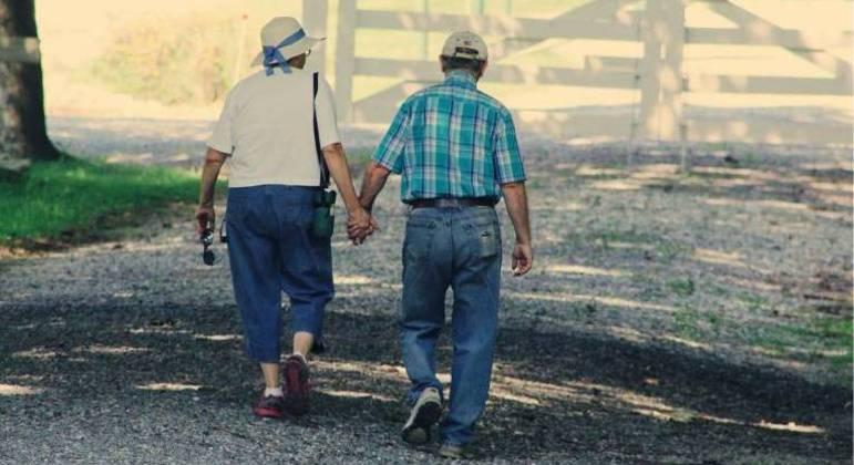 Estudo publicado no jornal Open Science da Royal Society aponta que humanos podem viver até os 130 anos