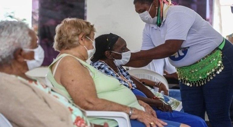 Cidade de SP inicia aplicação de dose de reforço para idosos acima de 70 anos