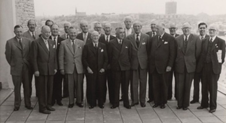 Imagem da reuniçao de 1958, quando a FIFA passou a ter quatro membros no IFAB