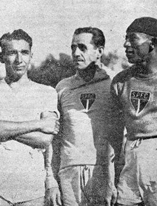 Ignác Amsel, o do centro da imagem, foi mais um treinador húngaro que comandou o São Paulo. Foi o técnico do clube em 1939