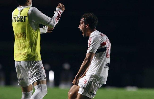 Igor Gomes - Meia - São Paulo - 22 anos - Um dos nomes mais valorizados do elenco do São Paulo é Igor Gomes. O Ajax acompanha a situação do atleta, que já disse que seria loucura não pensar em jogar na Europa