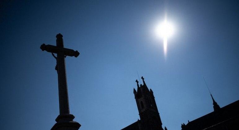 Conferência dos Bispos da Igreja Católica da França revê segredo de confissão em casos de pedofilia