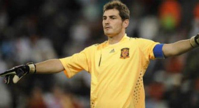 4d76ccdbdf Íker Casillas  seguiu como goleiro da Espanha até a Copa do Mundo de 2014.