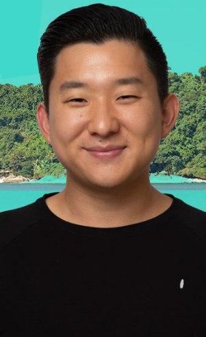 Pyong Lee (): Empreendedor e artista28 anosNasceu em São Paulo (SP) e mora em Santana do Parnaíba (Alphaville -SP)