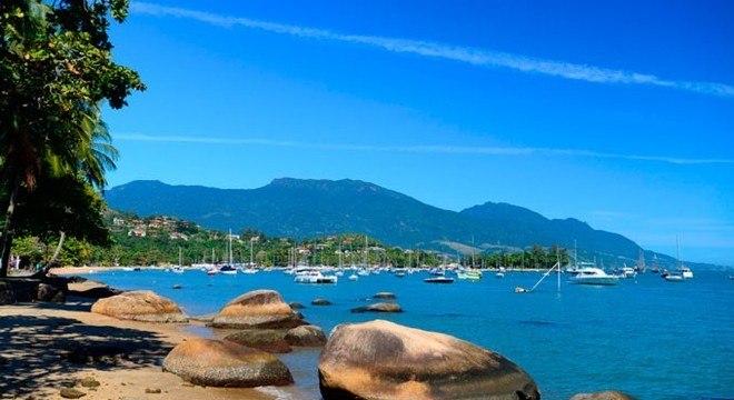 Ilha é um dos principais destinos turísticos do verão paulista