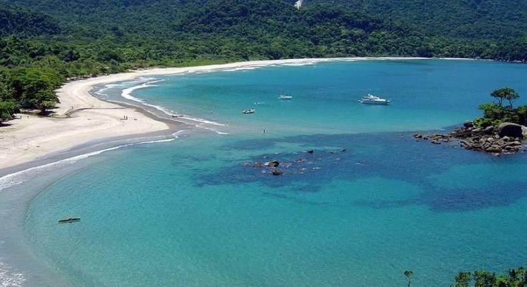 Prefeitura de Ilhabela contraria governo de SP e libera bares e restaurantes