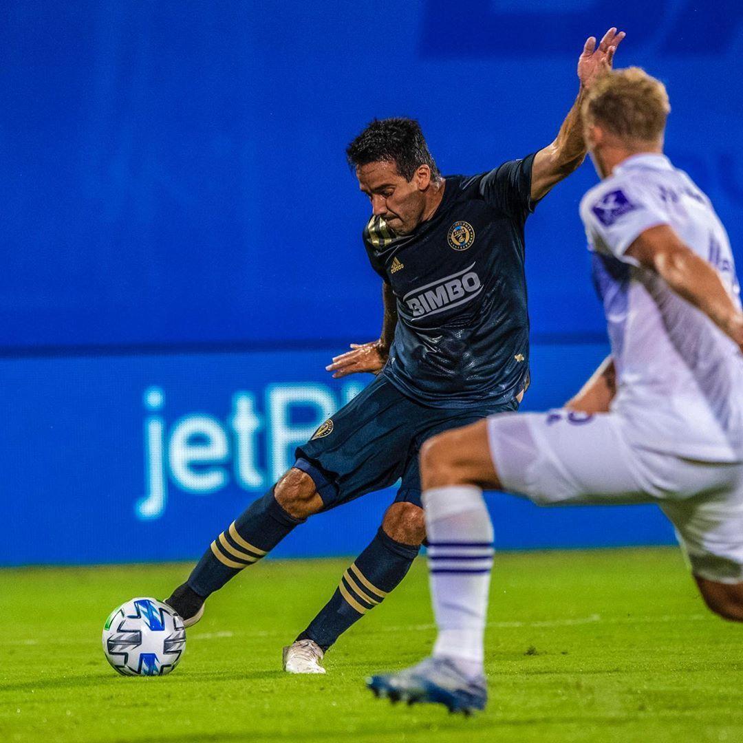 Ilsinho chutou forte de pé direito para marcar o gol do Philadelphia Union