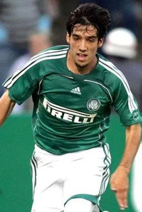 Ilsinho - Revelado pelo Palmeiras, em 2005, o lateral jogou apenas cinco jogos pela equipe.