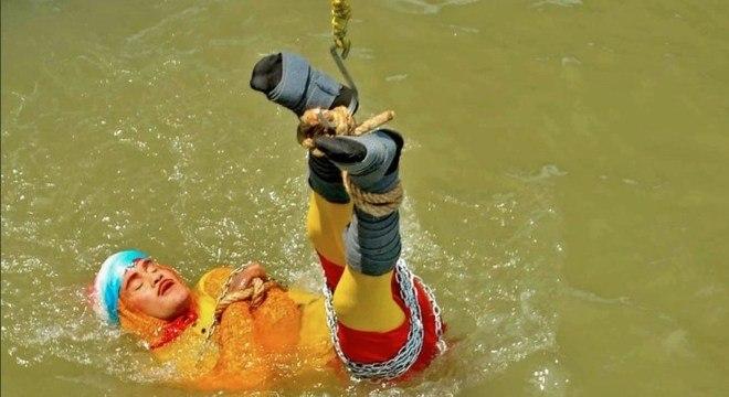 Chanchal Lahiri estava acorrentado antes de se perder no rio Hooghly