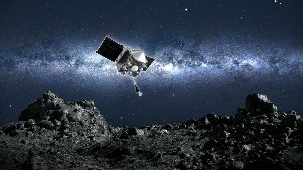 Na missão desta terça-feira, deverá ser realizada uma manobra chamada TAG, sigla para 'Touch-and-Go', em que a sonda rapidamente pousa e decola com poucos segundos de intervalo