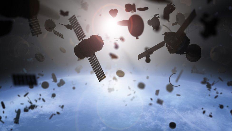 Aumenta preocupação entre especialistas sobre riscos causados por crescente lixo no espaço