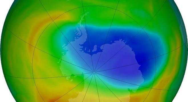 Ilustração mostra o buraco na camada de ozônio em outubro de 2019; segundo a Nasa, a redução não é um sinal de que o ozônio atmosférico esteja em um caminho de recuperação rápida