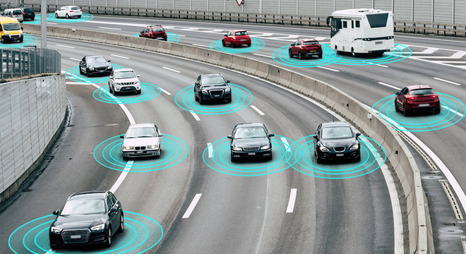 Ilustração mostra vários carros em uma estrada conectados à internet