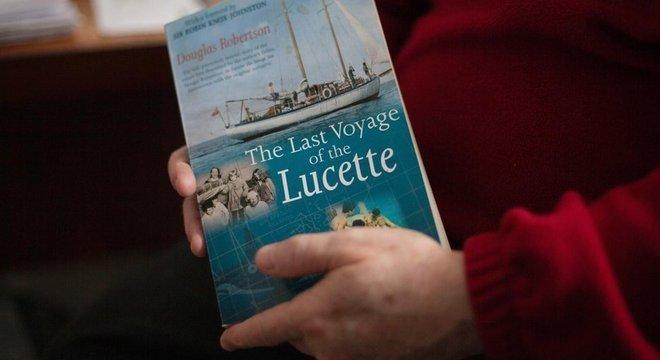 Douglas Robertson escreveu um livro contando a provação da família e como eles sobreviveram tanto tempo no mar