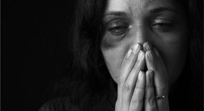 Presas em relacionamentos abusivos, muitas mulheres não querem ouvir sobre o passado dos parceiros