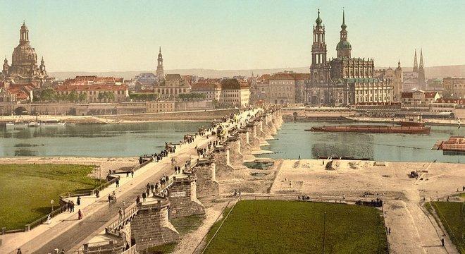 Imagem de Dresden de 1900 retrata diversos monumentos que foram seriamente destruídos nos bombardeios