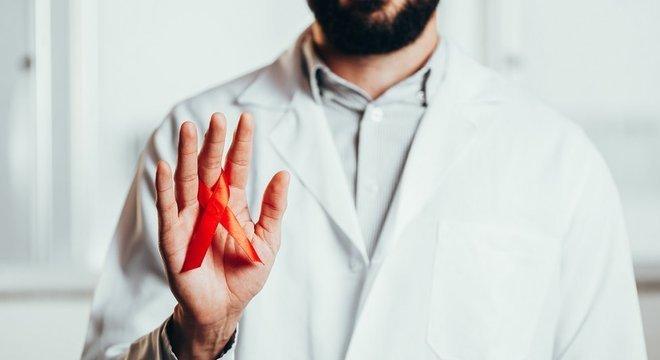 Pesquisa mostrou que transmissão do HIV pode ser contida com o tratamento com antirretrovirais