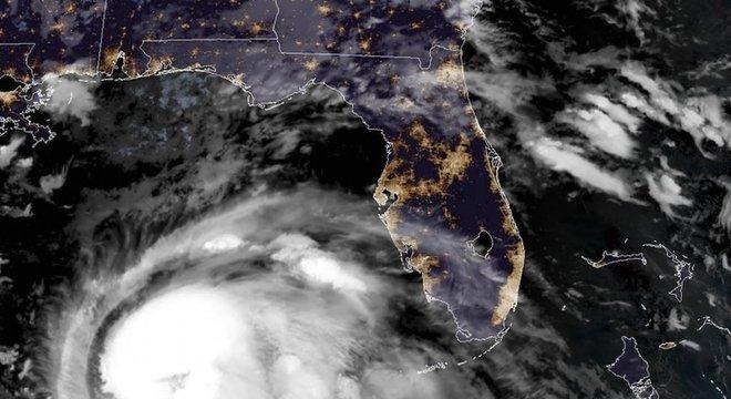 Michael se tornou 'um furacão extremamente perigoso de categoria 4' 'Provação assustadora'