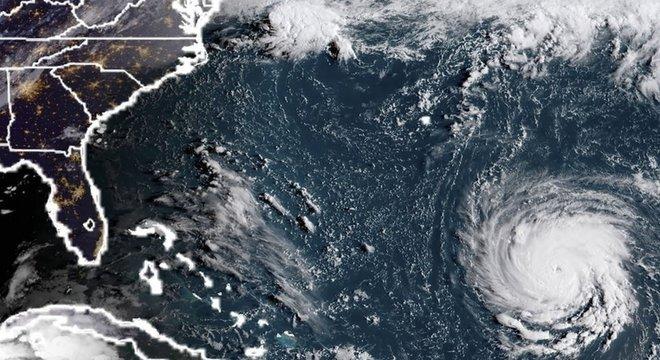 Meteorologistas alertam para o perigo que o furacão representa para a costa dos Estados Unidos