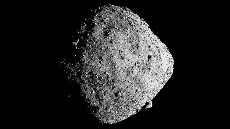 O Bennu contém material do início do Sistema Solar e pode ter também precursores moleculares da vida e dos Oceanos terrestres