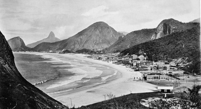 Bairros do Leme e de Copacaba: Muitos dos registros de Armeilla viraram cartões-postais — um deles estampou a cédula de 10 mil réis, em 1918