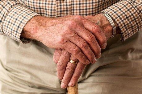 Regra vale para pessoas com mais  de 60 anos