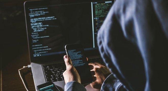 Segundo uma investigação do Departamento de Justiça dos EUA, Turchin cometeu vários erros em seus primeiros dias como hacker, o que permitiu sua identificação