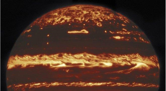 Foram necessárias centenas de exposições para criar esse nítido mosaico de imagens infravermelhas de Júpiter