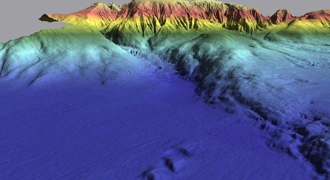 A zona colorida em azul é a Planície Abissal da Ferradura, abaixo da qual foi encontrada a anomalia nas placas tectônicas