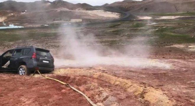 A polícia da Islândia disse que motorista teve problemas para dirigir no barro