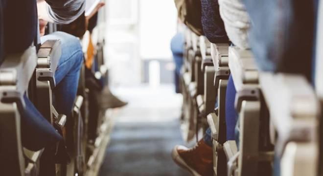 """Viajar na primeira classe """"emite"""" três vezes mais CO2 do que ir de classe econômica, segundo um estudo do Banco Mundial"""