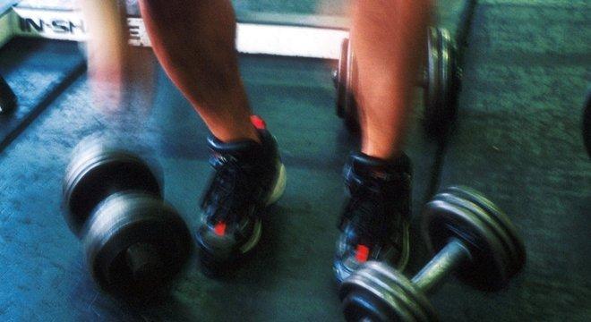 Pesquisa analisou efeitos de exercício de força na redução da gordura no fígado - próximos passos devem envolver testes com humanos
