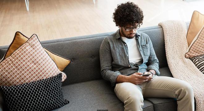 Atividades online como rolar a tela do Instagram foram relacionadas com uma sensação mais negativa sobre o próprio corpo