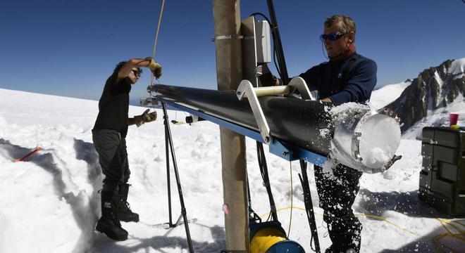 Escavações em busca de material para estudos chegam a alcançar 900 metros, segundo pesquisadores