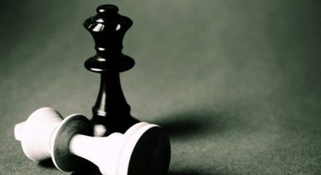 Decisões equivocadas são tomadas sem reconhecimento de erros