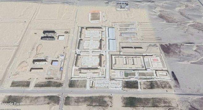 Segundo especialistas, os campos de internação recebem ao menos 11 mil pessoas