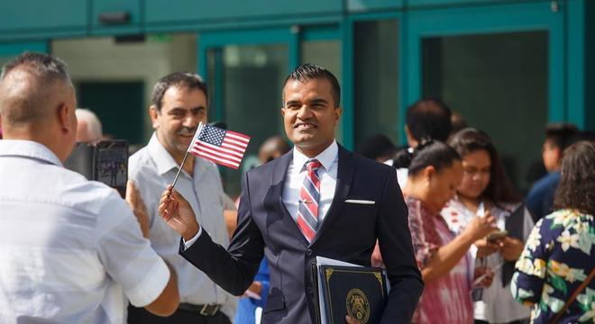Número de imigrantes naturalizados aptos a votar nos EUA não para de crescer