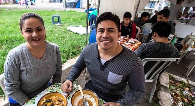 Helga e Alan vivem no Brasil desde 2011 e acompanham a política nacional