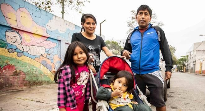 Elma e Juan não podem votar, mas gostariam de pedir melhoras na economia