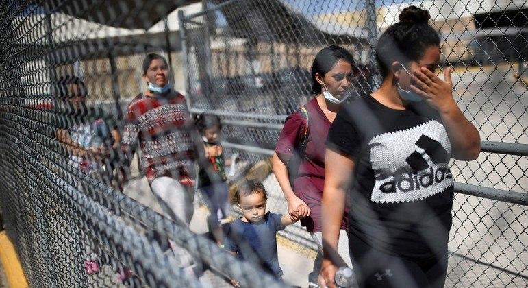 Imigrantes foram detidos na fronteira EUA-México em uma quantidade recorde