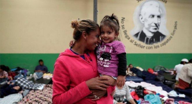 Para os imigrantes mais vulneráveis — como mulheres com crianças pequenas — a caravana oferece proteção