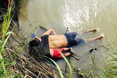 Imagem reflete desespero dos migrantes, diz autor