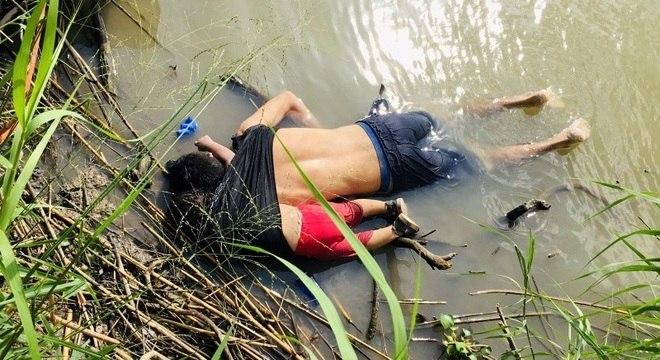 Pai e filha encontrados mortos após tentar entrar nos EUA atravessando rio