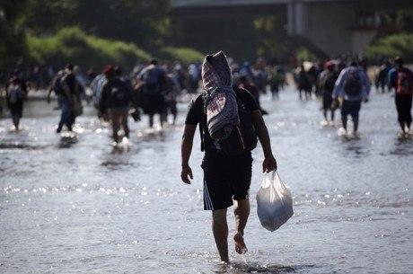 México detém caravana de imigrantes ilegais