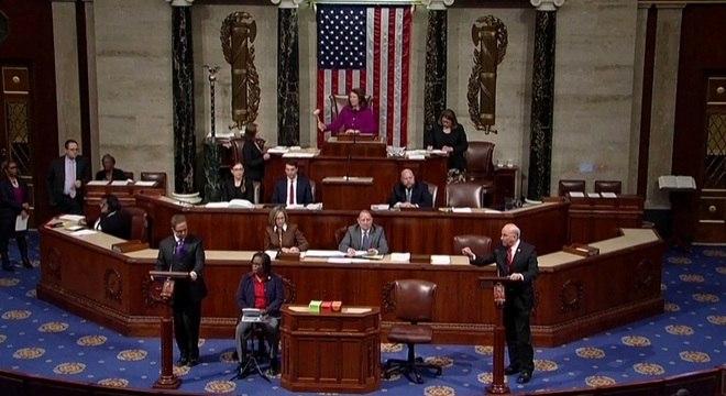 Democratas e Republicanos na Câmara debateram impeachment por 6 horas