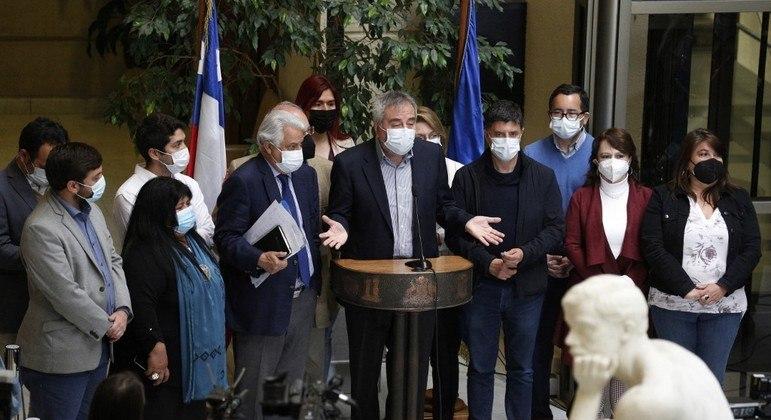 Deputados da oposição pedem impeachment do presidente do Chile, Sebastián Piñera