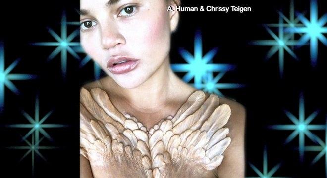 Chrissy Teigen apareceu com penas que parecem saltar do tórax
